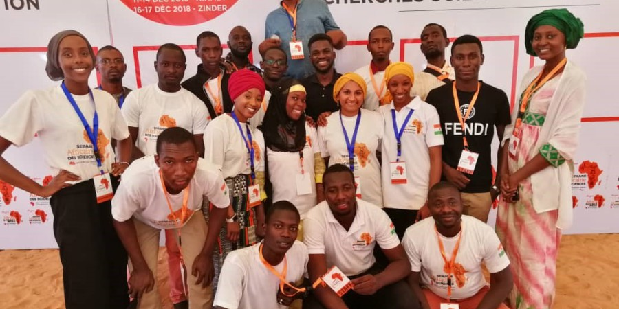 Cambridge-Africa PhD students participate in Africa Science Week in Niger.